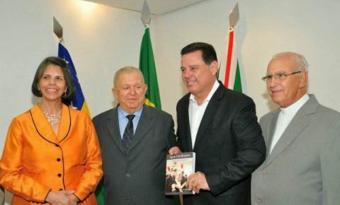 Correntino tem sua biografia lançada no Palácio das Esmeraldas, em Goiânia