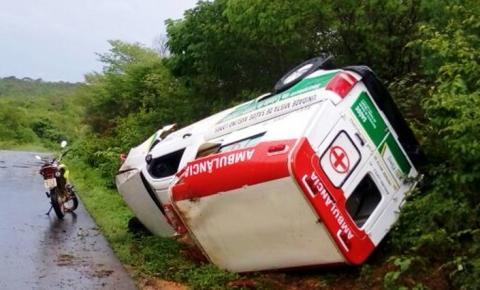Ambulância de Avelino Lopes sofre acidente em Alvorada do Gurgueia