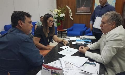 Prefeito Ariano, acompanhado pela governadora em exercício, é recebido pelo presidente da Eletrobrás