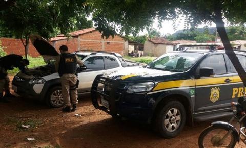 PRF recupera veículo com registro de roubo/furto na cidade de Parnaguá sendo utilizado por ex-prefeito do município