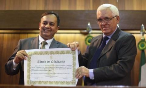 Advogado Valmir Falcão recebe titulo de cidadão piauiense