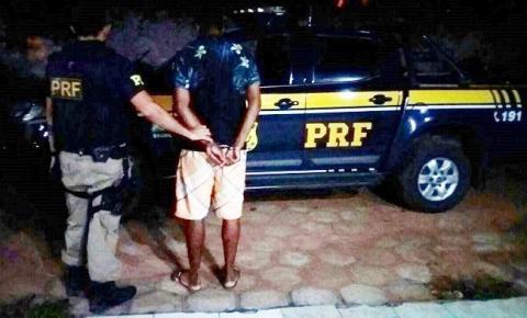 PRF prende indivíduo com mandado de prisão em aberto em Bom Jesus