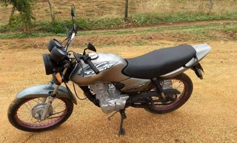 Moto furtada em Parnaguá é recuperada em Corrente pela Polícia Militar. Dois homens foram presos.