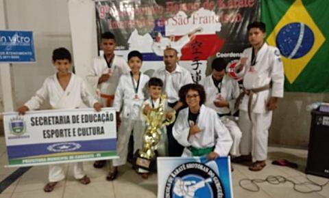 Corrente conquista 8 medalhas do Campeonato Baiano de Karate