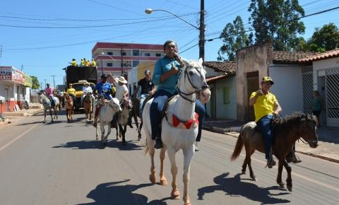 Confira as fotos da Cavalgada da 2ª Grande Vaquejada Santana Parque Show