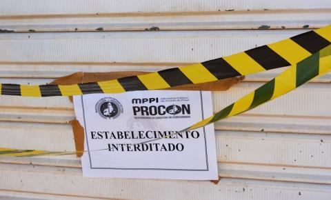 PROCON e Vigilância Sanitária interditam açougues em Corrente por venda de carne sem procedência