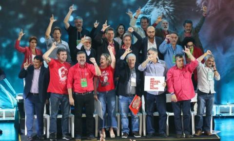 Lula é escolhido candidato do PT a presidente