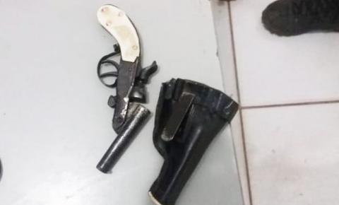 Menor atira contra cunhado por discussão em partida de futebol no município de São Gonçalo