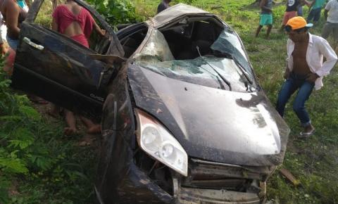 Acidente deixa homem gravemente ferido após capotar carro várias vezes em Formosa do Rio Preto