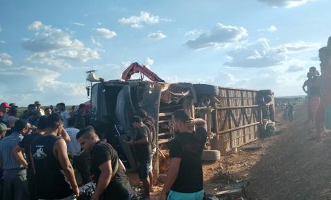 Ônibus do cantor Edson Lima se envolve em acidente no Piauí