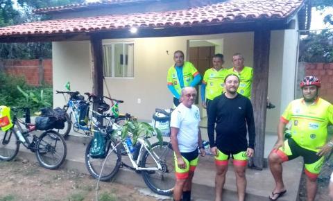 Ciclistas que farão aventura de 1500 km pelo Piauí registram passagem por Corrente