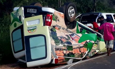 Ambulância da prefeitura de Monte Alegre fica destruída em acidente na BR 135
