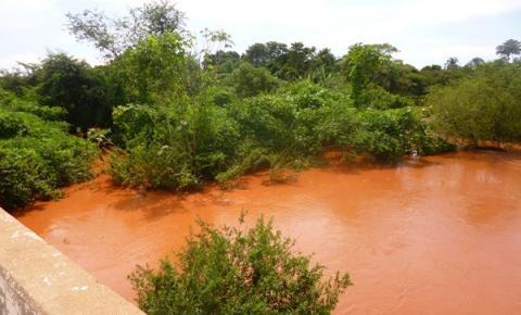 Alta turbidez da água causa o desabastecimento em Corrente