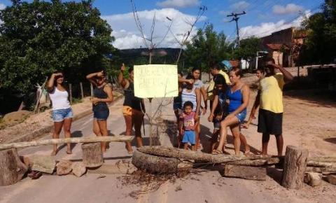 Moradores do Povoado Matas reclamam das constantes faltas de energia elétrica