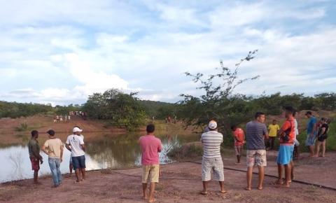 Corrente aguarda chegada do Corpo de Bombeiros de Floriano para realizar buscas por rapaz desaparecido em barragem
