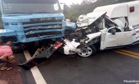Acidente entre carreta e ambulância deixa uma pessoa morta na BR-135