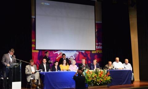 Família e autoridades prestigiam homenagem da APL a Jesualdo Cavalcanti