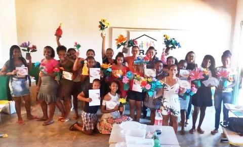 Mulheres da zona rural de São Gonçalo do Gurgueia participam de curso de flores artesanais