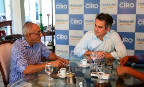 Asfaltamento de São Gonçalo e veículo para o município são temas de encontro entre o prefeito Paulo Lustosa e o senador Ciro Nogueira