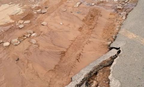Novo rompimento em adutora volta a causar o desabastecimento d'água em bairros de Corrente