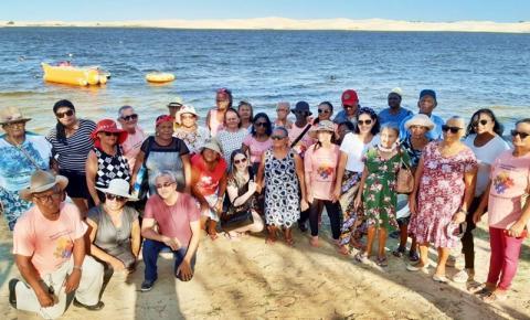 Idosos de São Gonçalo do Gurgueia participam de passeio ao litoral do Piauí e muitos veem o mar pela primeira vez