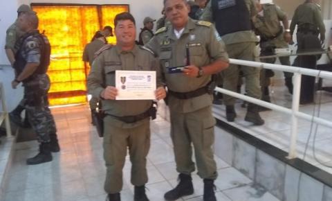 PMs do 7º BPM participam de Reunião em Corrente e Subtenente J. Carlos recebe medalha de 20 anos