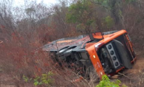 Acidente com ônibus faz 3 vítimas fatais na BR 135 em Redenção do Gurgueia