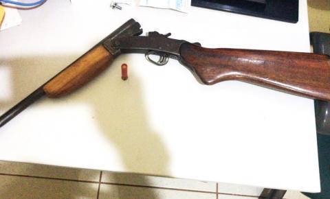 Briga por dívida acaba em prisão por porte ilegal de arma em Curimatá