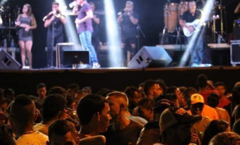 Com 13º salário dos servidores em aberto, prefeitura de Corrente promove 4 dias de festança