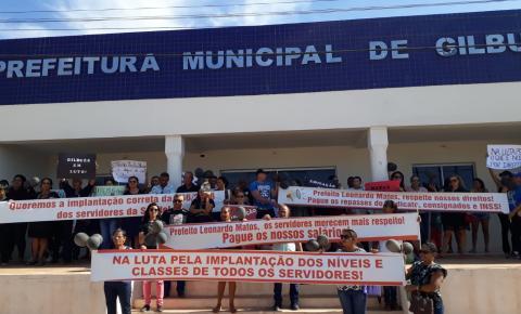 Servidores municipais de Gilbués protestam por atraso no pagamento de novembro