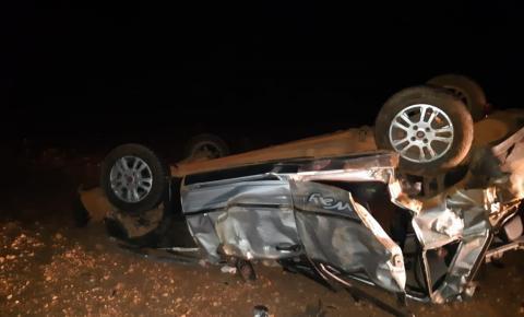 Veículo capota na BR 135 em Cristalândia e 5 pessoas ficam feridas