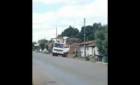 Indignada, moradora do bairro Aeroporto, em Corrente, denuncia falta d'água há mais de 20 dias