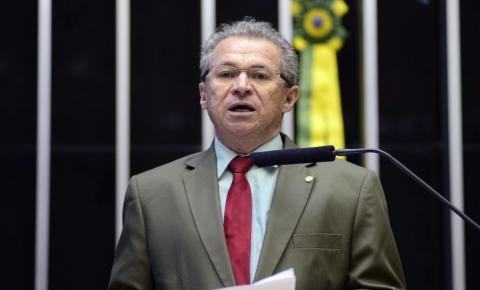 Edilson de Araújo Nogueira lamenta a morte do deputado federal Assis Carvalho