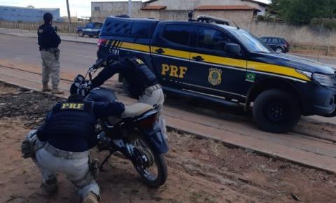 PRF recupera motocicleta tomada de assalto em 2018 e prende homem por receptação na BR 135 em Corrente