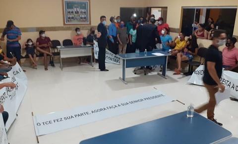 Vice-presidente da Câmara de São Gonçalo do Gurgueia chama a polícia para retirar a população do plenário