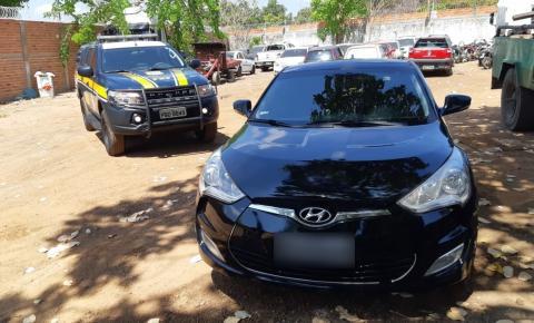 PRF apreende carro de luxo em Floriano com 27 infrações e quase 7 mil de multa