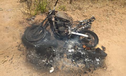 Menor grávida é espancada pelo companheiro e tem moto incendiada