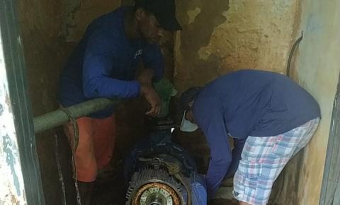 Técnicos da Agespisa trabalham para restabelecer fornecimento de água ao bairro Aeroporto em Corrente