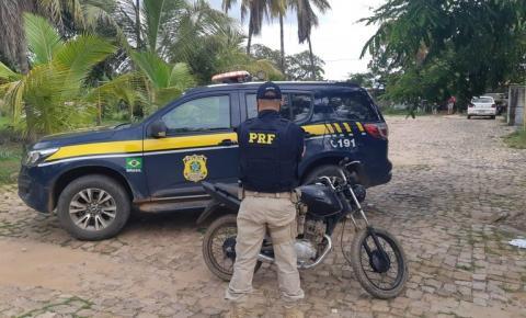 PRF recupera na BR 135 motocicleta que havia sido tomada de assalto
