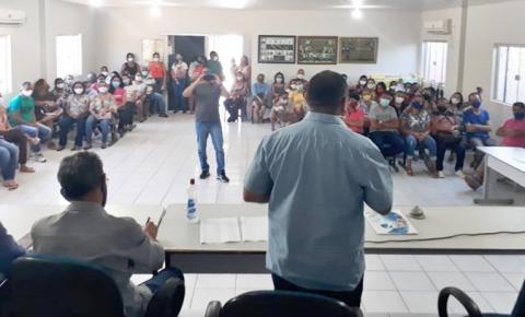 Sindicado e professores de Gilbués reúnem-se com o prefeito Amiltinho para tratar dos salários atrasados da gestão anterior