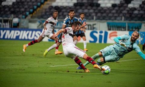 Flamengo vira sobre o Grêmio no segundo tempo e vence na Arena