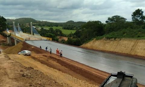Ministro Tarcísio comenta sobre a fase final da pavimentação da ponte sobre o Rio Parnaíba em Santa Filomena