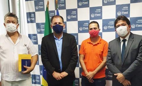 Prefeito Aroldinho encontra-se com o secretário Rafael Fonteles e trata de obras para Barreiras do Piauí