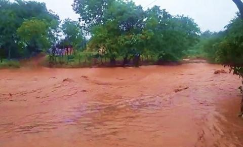 Mais de 100 famílias de Barreiras do Piauí ficam totalmente isoladas por causa da chuva deste período