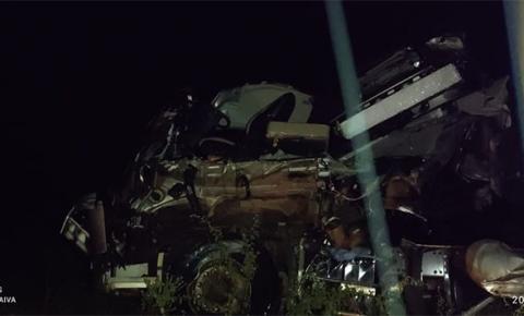 Grave acidente entre ônibus da Princesa do Sul e caminhão deixa uma pessoa morta e vários feridos no Sul do Piauí