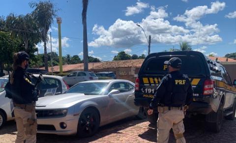 Estelionatário com mandato de prisão em aberto é preso pela PRF na BR 135 em Bom Jesus dirigindo um Camaro