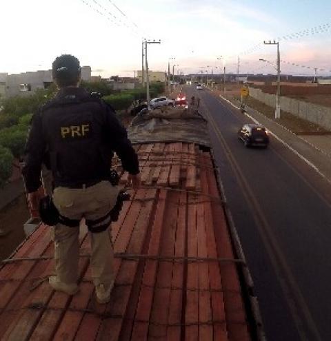 PRF realiza operação de fiscalização de peso e carga em caminhões no Piauí e identifica 721 toneladas de excesso