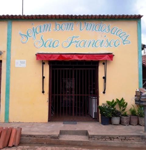 Comerciantes de Santa Filomena atendem 'atrás das grades' por causa da onda de violência