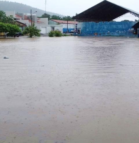 Fortes chuvas causam inundações no Extremo-Sul do Piauí
