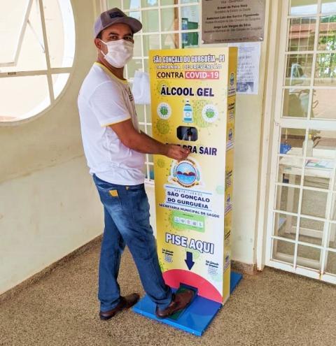 São Gonçalo do Gurgueia instala totens com álcool em gel e lavatórios em locais públicos